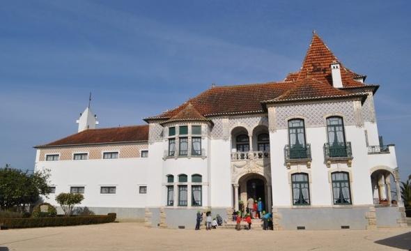 http://www.casamuseuegasmoniz.com/ficheiros/fotos_destaques/casa_museu_egas_moniz_-_foto_carla_miranda_cropped.jpg